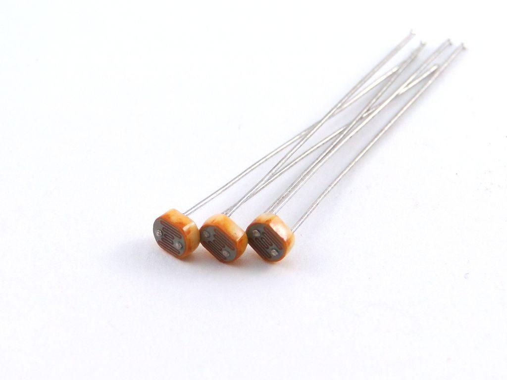Ардуино: датчик света на фоторезисторе