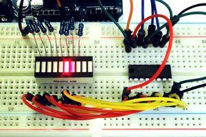 Сдвиговый регистр и шкальный индикатор на Ардуино