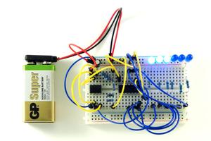 Бинарный секундомер на счетчике CD4020 и таймере 555
