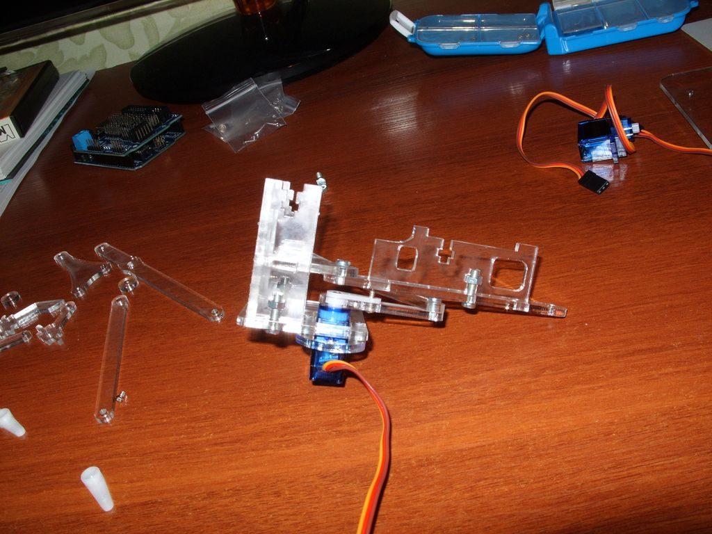 Сборка робота-манипулятора meArm