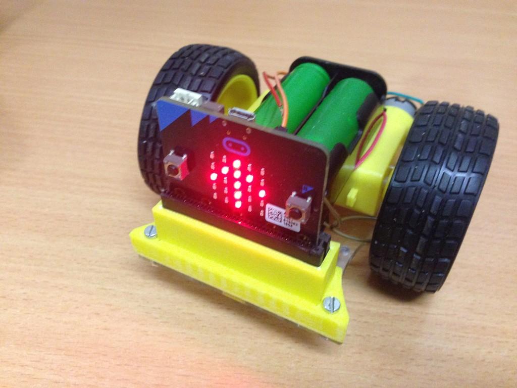Робот на micro bit